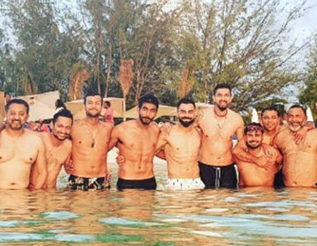 Twitter Trolls Rohit Sharma for hiding his stomach in Virat Kohli's Group Photo
