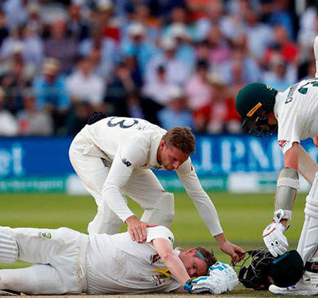 Immediately right after the hit, I got a picture of Phil Hughes – Steve Smith