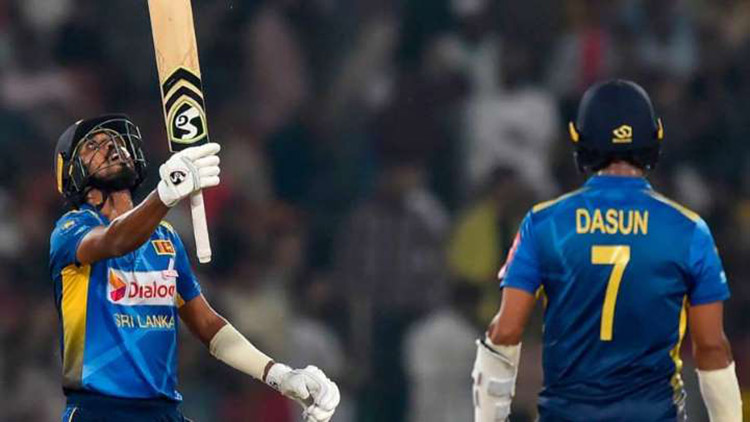 Oshada Fernando scored a heart-warming 50 runs on the day of his debut in the international Pak vs SL T20.