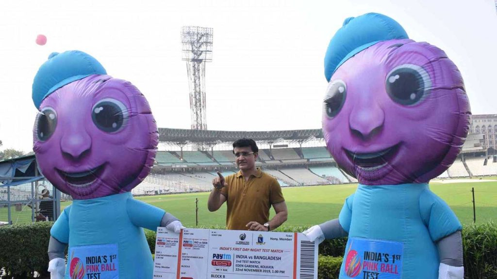 sourav ganguly with the mascots