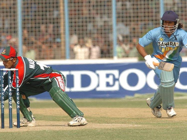 Dhoni's Debut ODI Match