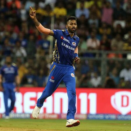 """We have to listen to his body,"" Zaheer Khan on When Hardik Pandya will bowl for MI in IPL 2020"