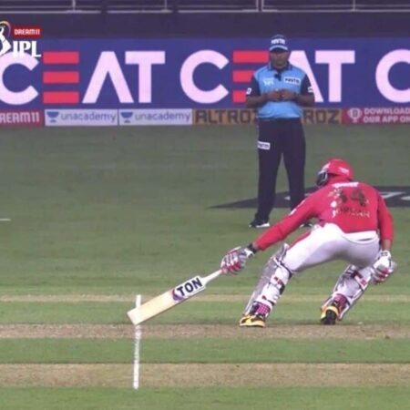 """Umpire should have been Man of The Match,"" Virender Sehwag fumes as umpiring blunder costs KXIP their match"