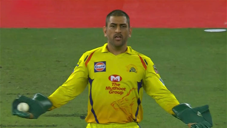 Ian Bishop feels MS Dhoni made the umpire change his decision