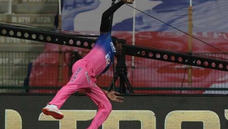 Watch: Jofra Archer Takes a One-Handed Stunner To Dismiss Ishan Kishan in RR vs MI Game