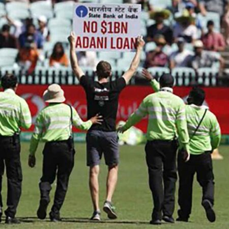 India vs Australia: Two Protesters Invade Sydney Cricket Ground During 1st ODI With Placards Against Adani Project