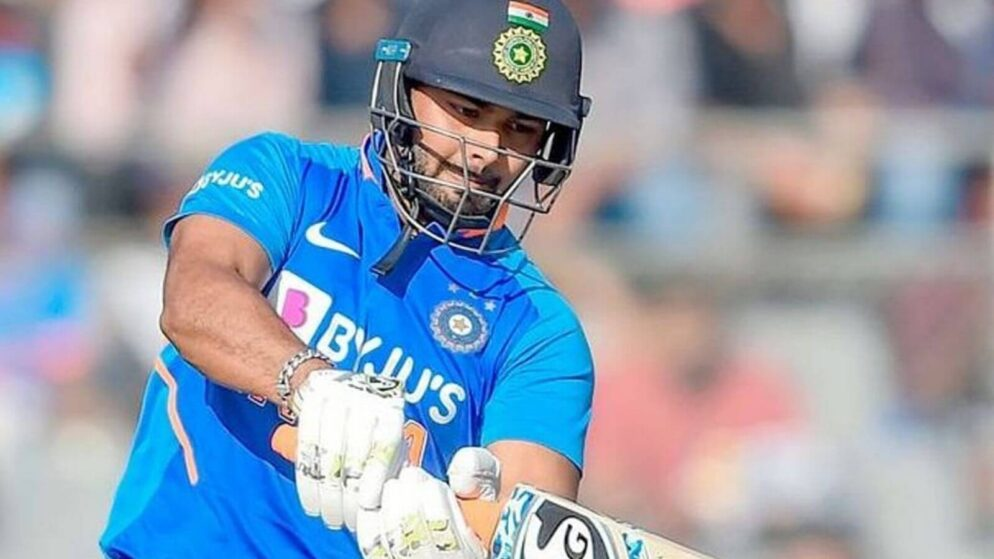 India vs Australia: Sunil Gavaskar Picks Between Rishabh Pant And Wriddhiman Saha vs Australia For 1st Test