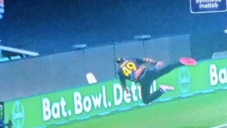 'Un-frickin-believable,'- Steve Smith Acrobatics At The Boundary Saves A Certain Indian six